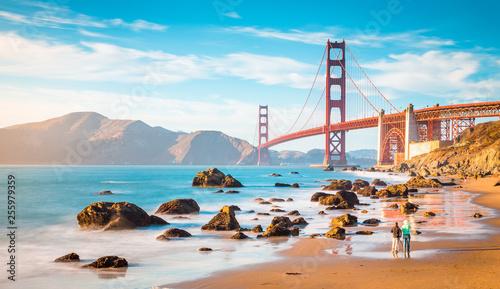 Leinwanddruck Bild Golden Gate Bridge at sunset, San Francisco, California, USA