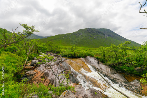 Foto Murales Hiking trip to Loch Etive on cloudy day in summer