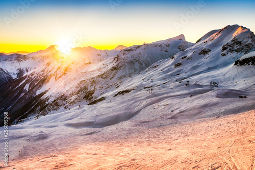 Leinwanddruck Bild Sunset behind the Austrian Alps peaks viewed from the Mallnitz ski slopes