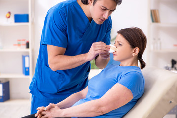 Woman visiting male doctor for plastic surgery   © Elnur