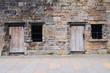 Leinwanddruck Bild - Tuer und Fenster in einer Steinmauer