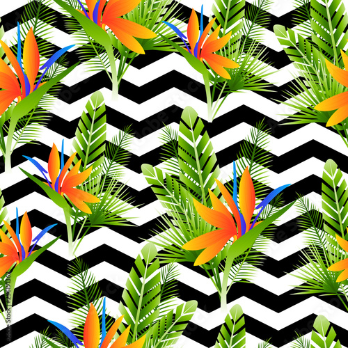 Seamless pattern with strelitzia flowers and green tropical leaves © evgeniya_m