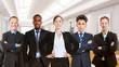 Erfolgreiches Business Team steht zusammen