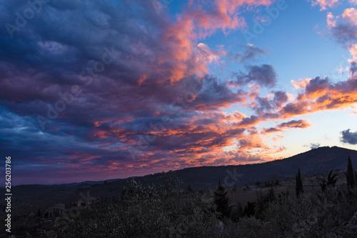 Nuvole sul tramonto - 256203786