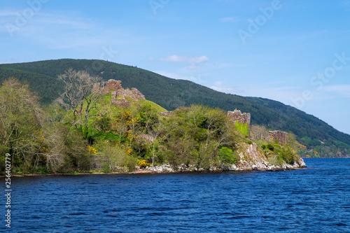 Leinwanddruck Bild Ruine von Uruquhart, an den Ufern des Loch Ness in den schottischen Highlands