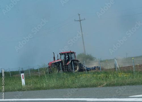 Leinwanddruck Bild Traktor beim Pfflügen