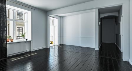 Leeres Zimmer mit schwarzen Holzdielen © Mediaparts