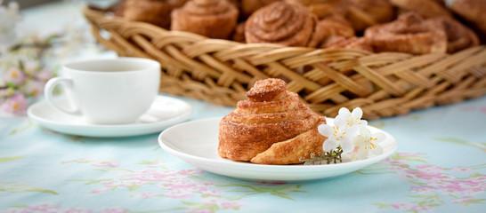 Homemade cinnamon buns cakes on a table © whiteflower