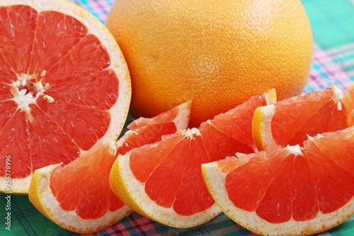 fototapeta na ścianę Bright pink grapefruit