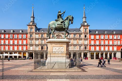 Leinwanddruck Bild Plaza Mayor is a central plaza in Madrid, Spain