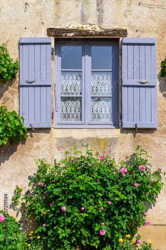 Leinwanddruck Bild Hausfassade in Burgund