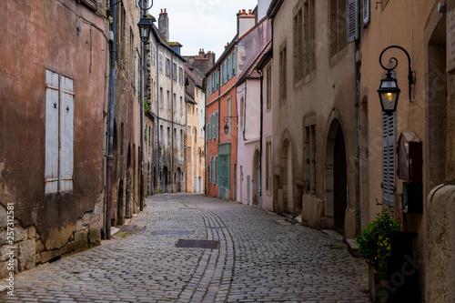 Leinwanddruck Bild Gasse in der Altstadt von Dole