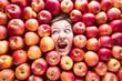 canvas print picture - Apfel hintergrund mit Lustigen gesicht von eine frau