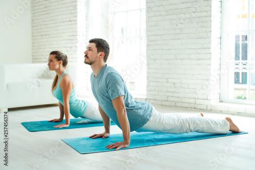 Fototapeten Fitness Group yoga class