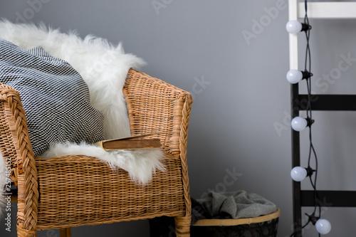 Leinwandbild Motiv Wicker chair and light chain