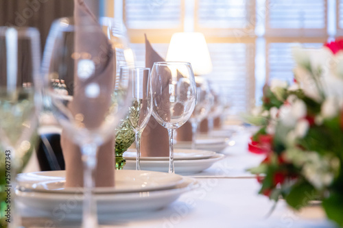 Restaurant table with glasses, napkins and cutlery - 257627343