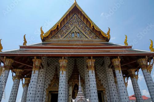 Fototapeten Bangkok entrance to Wat Arun Ordination Hall in Bangkok, Thailand
