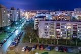 Fototapeta City - betonowe osiedle miejskie w nocy © Henryk Niestrój
