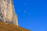 Fototapeta Fototapety na sufit - Paralotnie nad górami, Paso Sella, Dolomity © TOP67