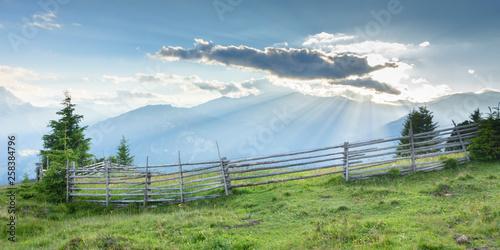 Lichtstrahlen im Frühjahr in den Bergen als Panorama © by paul