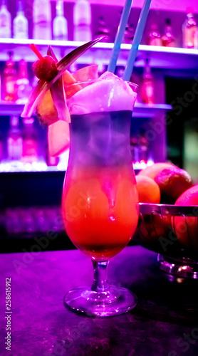 canvas print picture Cocktail Drink in einer Bar