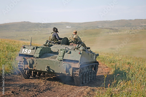 Russians soldier  go by  tank. The sun is shining. War machine. Russian soldier. Russian landing party. Hard work. © Ivan Ponkratov