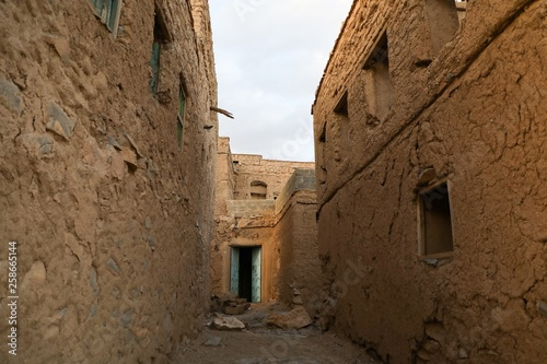 A corridor between ancient mud houses in the Sultanate of Oman © mustafa