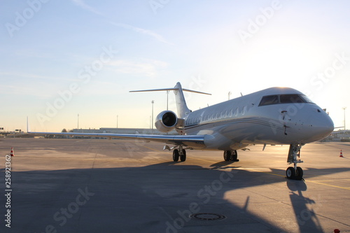 Geschäftsflugzeug am Flughafen
