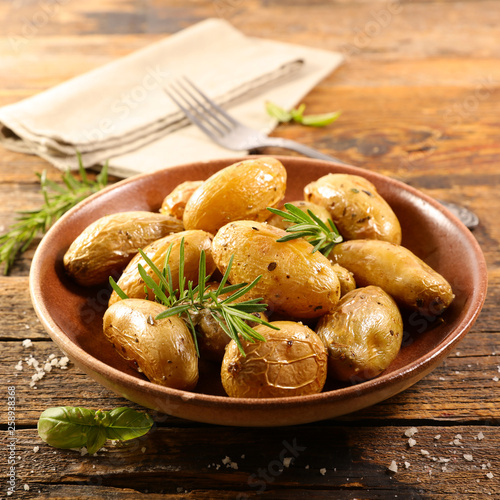 roasted potato with rosemary - 258938368