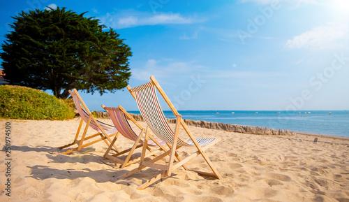 Transat sur le sable face à la mer
