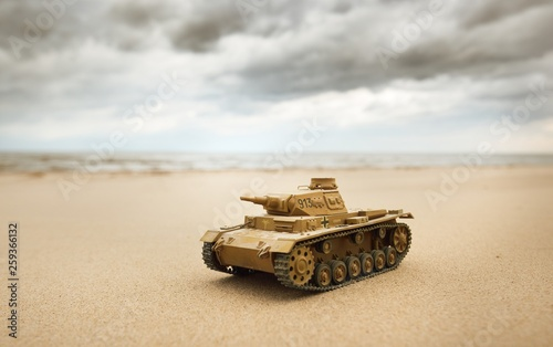 German WWII Panzer III scale model toy tank on the seacoast of the Baltic sea © Aleksey Stemmer