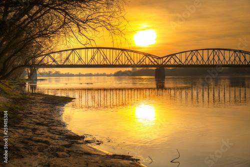 fototapeta na ścianę Amazing sunset over Vistula river in Torun, Poland