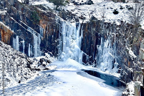 Frozen waterfall © Best Stock Images