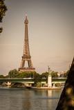 Fototapeta Fototapety z wieżą Eiffla - The Eiffel Tower and the Statue of Liberty together in Paris © TheParisPhotographer