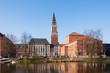 Leinwandbild Motiv Kleiner Kiel mit Blick auf das Kieler Alte Rathaus mit dem Rathausplatz und dem Opernhaus im beginnenden Frühling