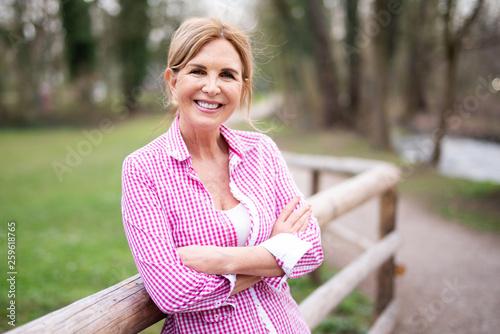 canvas print picture Best Ager - attraktive ältere Frau
