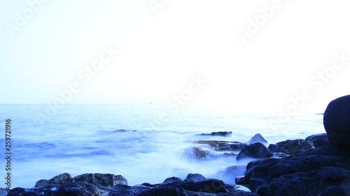 les vagues envahissent  © vicente