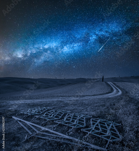 Leinwanddruck Bild Milky way over Harrows on a brown field in Tuscany