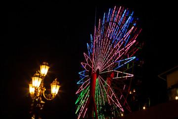 神戸港の観覧車と街灯
