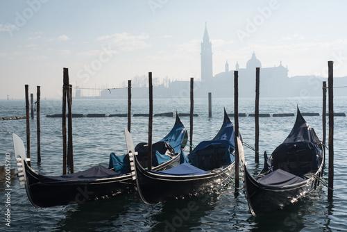 Gondoles avec San Giorgio Maggiore en arrière-plan, Venise