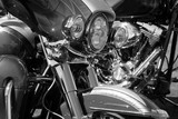 detalles brillantes de motos como faros , depósito de gasolina