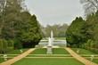 canvas print picture - Jardin à la française et la statue en marbre blanc au milieu vers la pièce d'eau du Musée National de l'Afrique Centrale au parc de Tervuren