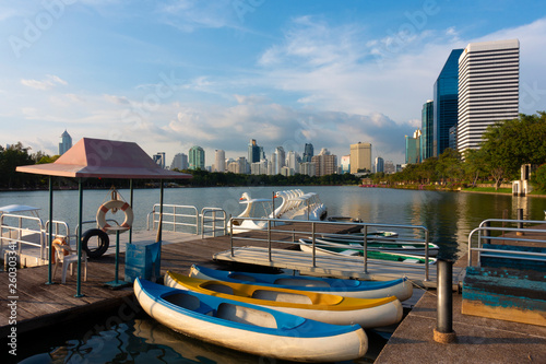 Fototapeten Bangkok Rental paddle boat in the Benjakitti Park in Bangkok.