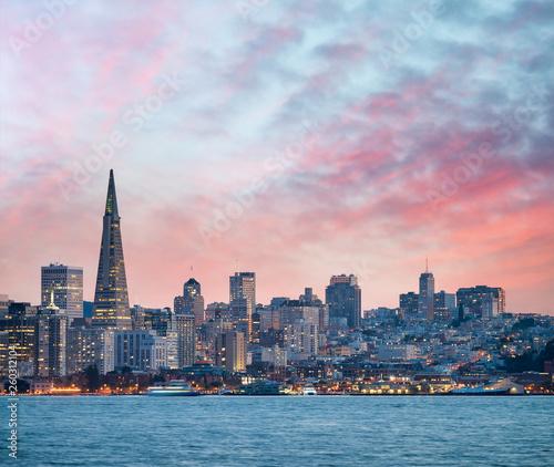 Leinwandbild Motiv San Francisco skyline at dusk, California - USA