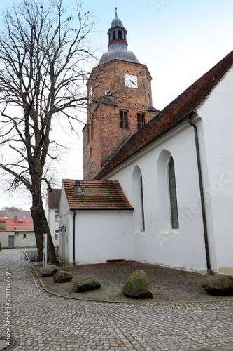 canvas print picture Blick zur Doppelkirche in Vetschau