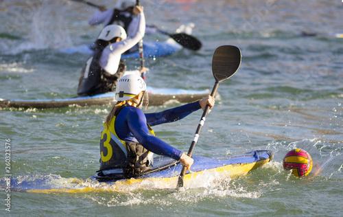 Leinwandbild Motiv partita di canoa polo femminile