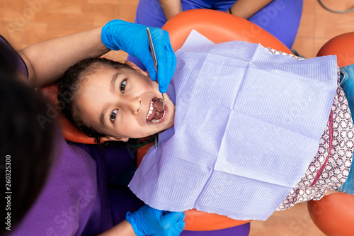 Dentists working in dental clinic - 260325300