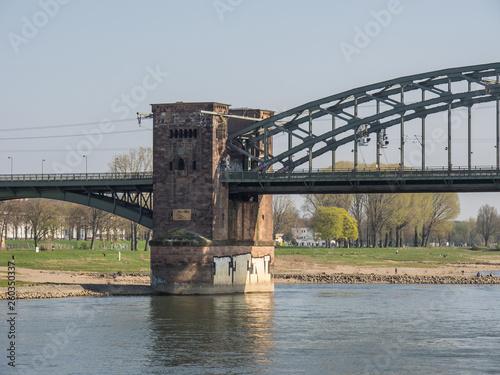 Köln und der Rhein im Frühling - 260350337