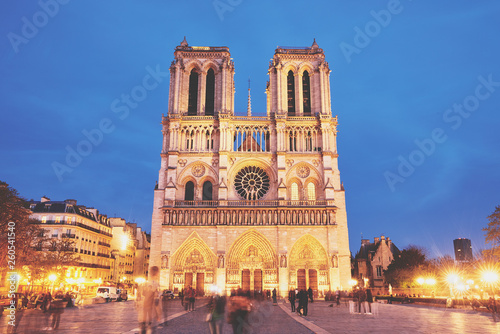Notre-Dame de Paris front view at night © badahos