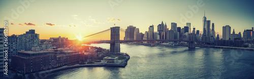 Fototapeten Brooklyn Bridge Panoramic view of Brooklyn bridge and Manhattan at sunset, New York City